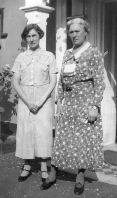 Harriet with sister Agnes